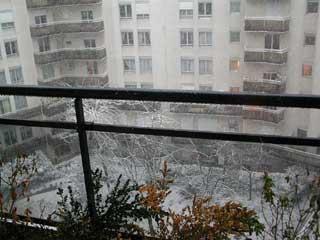 Ancien balcon sous la neige