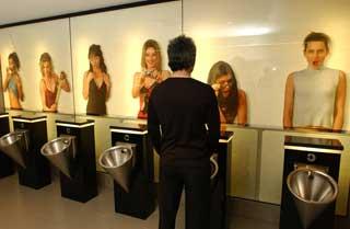 Urinoirs en face de photos